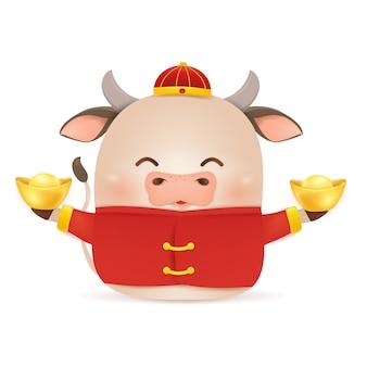 ハッピー中国の旧正月2021。中国の金のインゴットを保持している伝統的な中国の赤い衣装の漫画リトルオックスキャラクターデザイン。雄牛の年。牛の干支。