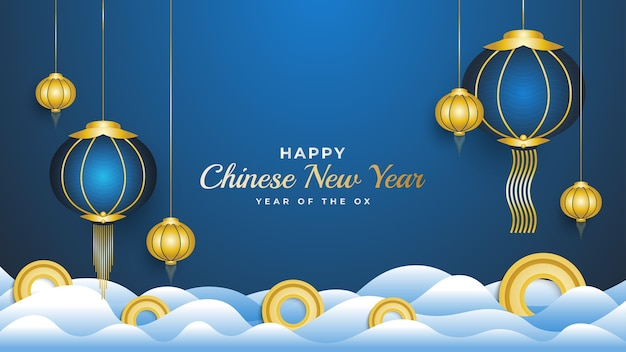 青い背景に分離された雲の上の青い提灯と金貨と幸せな中国の旧正月のバナー