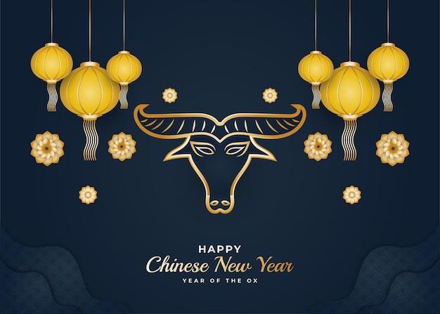 黄金の牛と青い背景にカラフルな花の飾りと幸せな中国の旧正月のバナー