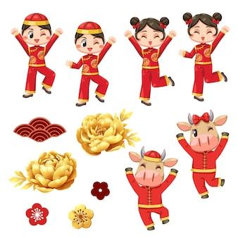 Tシャツとahmuayを身に着けている子供との幸せな中国の年賀状。
