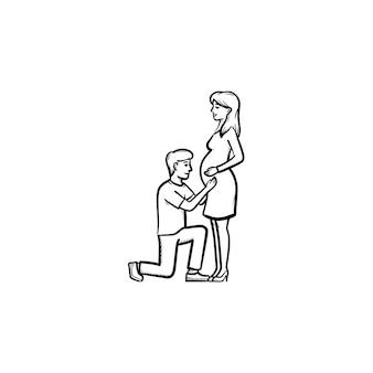 아기 손으로 그린 개요 낙서 아이콘을 기대하는 행복한 커플. 남편과 임신한 아내, 흰색 배경에 격리된 인쇄, 웹, 모바일 및 인포그래픽을 위한 케어 개념 벡터 스케치 그림.