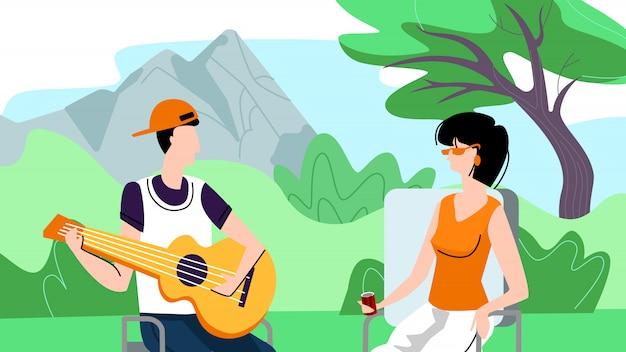 남자와 여자의 행복 한 커플 피크닉에 야외에서 시간을 보냅니다.