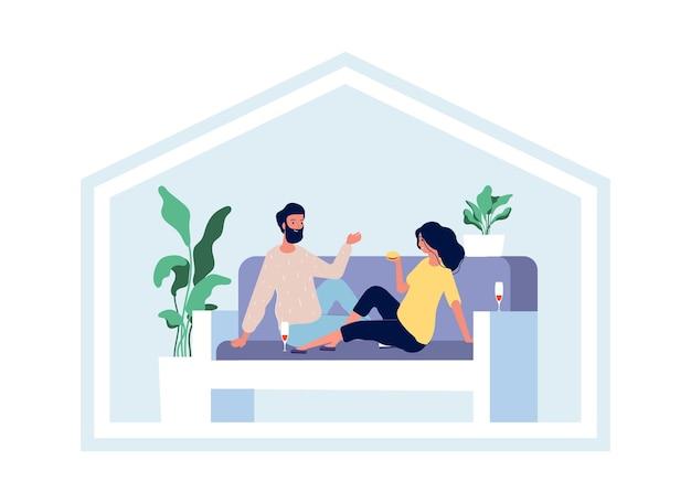 幸せなカップルはワインを飲みながら家にいる