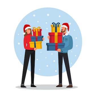 Счастливая пара с большим количеством рождественских подарков