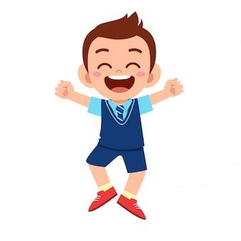 学校に行く準備ができて幸せなかわいい男の子