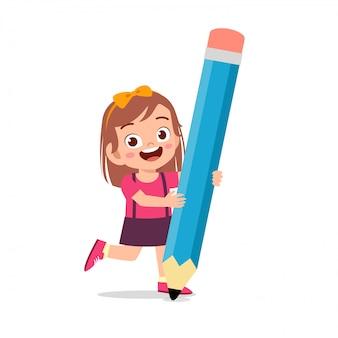 큰 연필 들고 행복 한 귀여운 꼬마 소녀