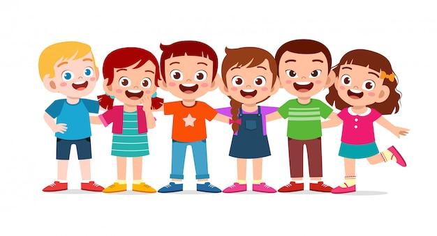 幸せなかわいい子供たちの男の子と女の子が一緒に抱擁します。
