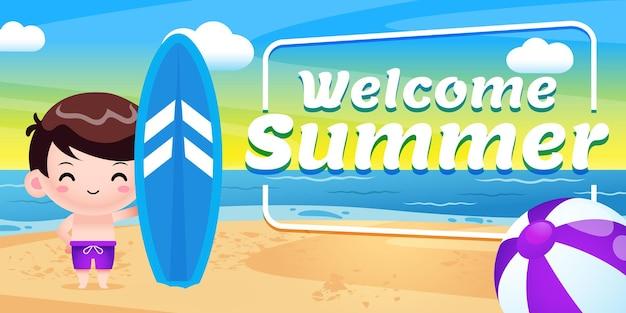 여름 인사말 배너와 함께 서핑 보드를 들고 행복 한 귀여운 아이