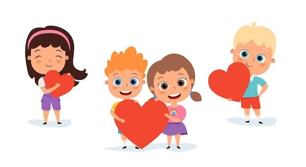 Счастливые милые дети с сердечками
