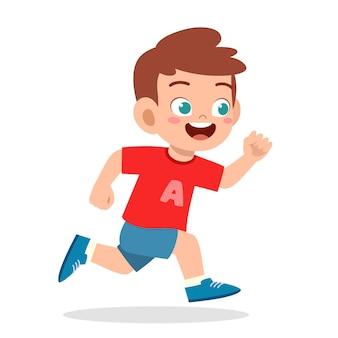 너무 빨리 달리는 행복한 귀여운 소년