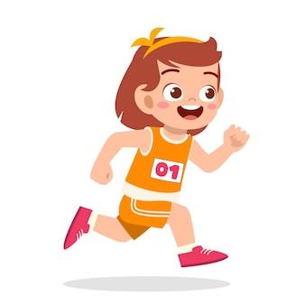 幸せなかわいい女の子がマラソンゲームで実行されます