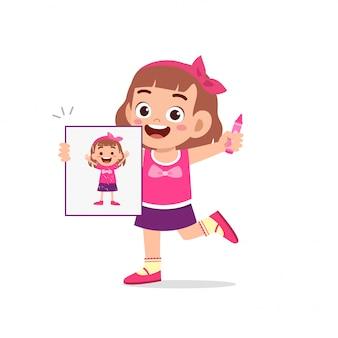 幸せなかわいい子供男の子と女の子を紙にクレヨンで描く