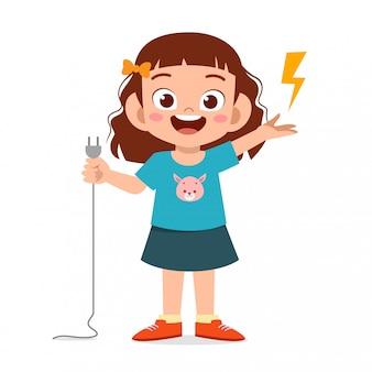 Счастливый милый маленький малыш мальчик объяснить об электричестве