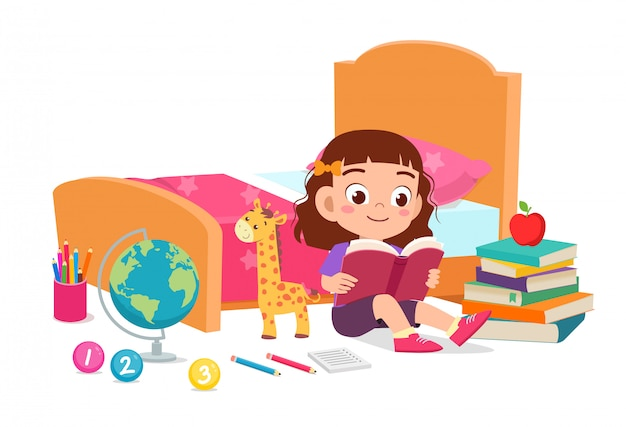 행복 한 귀여운 꼬마 소녀 침대 방에서 책을 읽고
