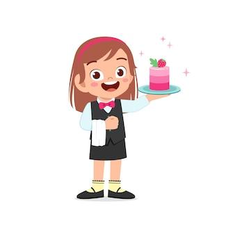 幸せなかわいい小さな子供の女の子は、シェフの制服を着て、バースデーケーキを調理します