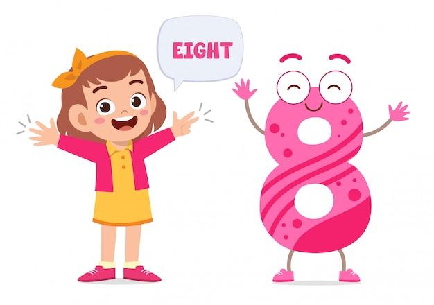 행복 한 귀여운 작은 아이 연구 숫자 문자