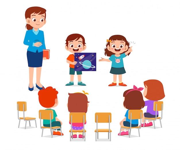 교사와 함께 행복 한 귀여운 작은 아이 소년과 소녀 연구