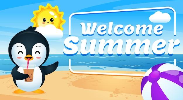 Счастливый милый пингвин пьет ледяной чай на пляже, мультяшный с приветственным летним баннером