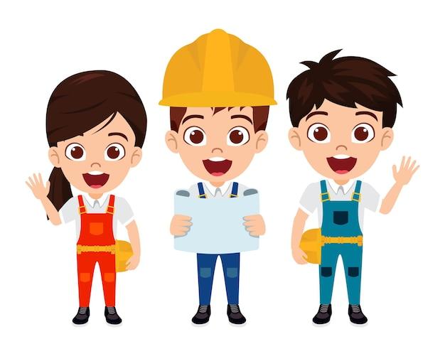 エンジニアと隔離された陽気な表情で建設労働者の衣装を着て幸せなかわいいスマートな子供の男の子と女の子のキャラクター