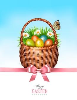ハッピーイースターの背景。青い空を背景に卵と蝶のバスケット