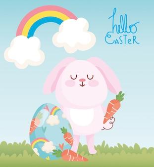 Счастливый пасхальный розовый кролик с морковью и крашеными яйцами