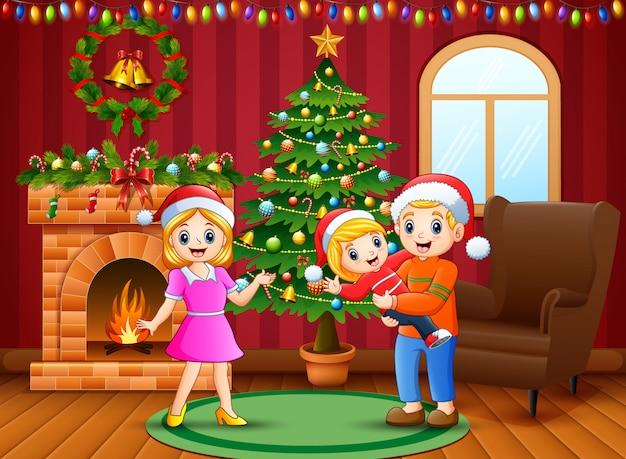 Счастливая семья празднует рождество в доме