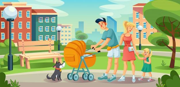 Счастливая семья с детьми на прогулке во дворе городской улицы