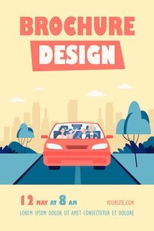 Счастливая семейная пара и двое детей, езда в автомобиле флаер шаблон. отец за рулем автомобильного флаера