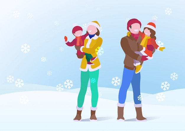 행복 한 가족 아버지와 어머니 겨울 옷에 아들과 딸을 잡고