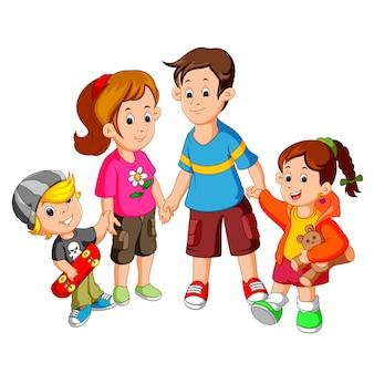 Счастливая семья, держась за руки