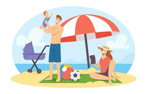 夏の休暇で海のビーチで幸せな家族。海辺でリラックスした母、父、赤ちゃんのキャラクター、暇な時間
