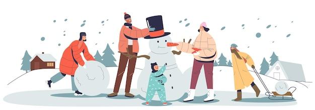 야외에서 함께 눈사람을 만드는 겨울 방학에 행복한 가족. 세 아이가 노는 부모