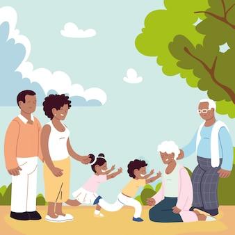 Счастливая семья, родители, бабушка и дедушка и ребенок