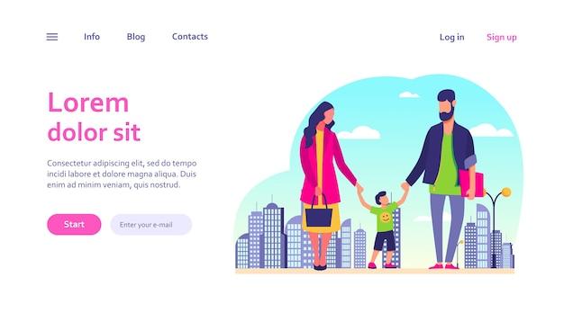 Famiglia felice che cammina in città. ragazzo che tiene mamma e papà mani modello web.