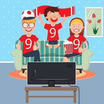 テレビで一緒にサッカーを見て幸せな家族。