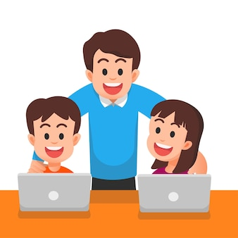 노트북을 사용하여 그의 아이들을 볼 수있는 행복한 아버지