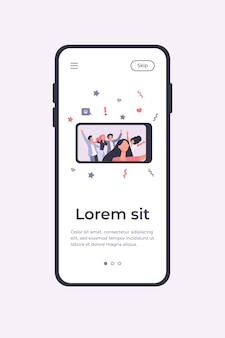 Счастливые друзья, делающие селфи на смартфоне во время вечеринки. веселье, мобильный телефон, праздничная плоская векторная иллюстрация. концепция дружбы и празднования для баннера, веб-дизайна или целевой веб-страницы