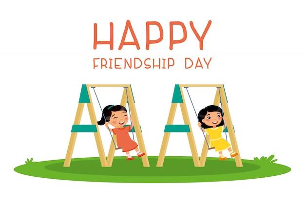幸せな友情の日。公共の公園や幼稚園の遊び場でスイングを振る2つのかわいい小さなアジア。