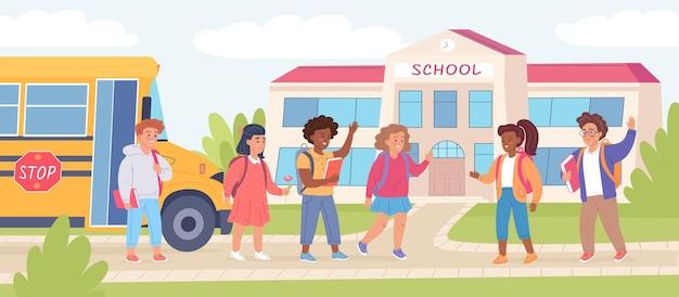 여름 방학 후 학교로 돌아오는 행복한 재미있는 아이들