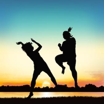 행복 한 여자는 실루엣 예술에 뛰어 오르고있다.