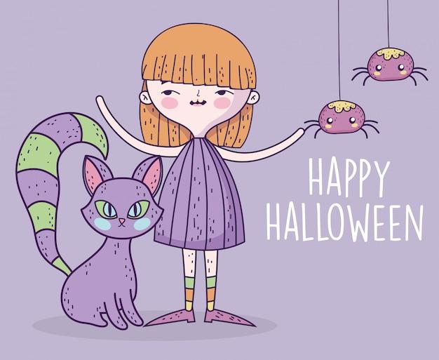 Счастливая девушка празднования хэллоуина с кошкой и пауками