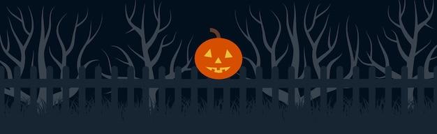 Счастливый хэллоуин праздничный баннер с тыквенной головой на заборе в ночное время. векторная иллюстрация.