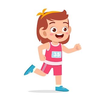 Счастливый ребенок девочка бегать марафон бег трусцой