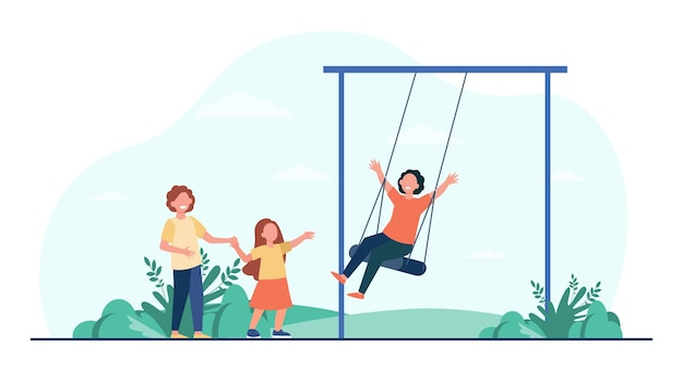 ブランコで揺れる幸せな子供。公園の遊び場で楽しんでいる子供たち。