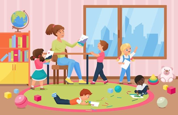 유치원 내부 배경에서 교사를 위해 그림을 그리는 행복한 아이 예술가