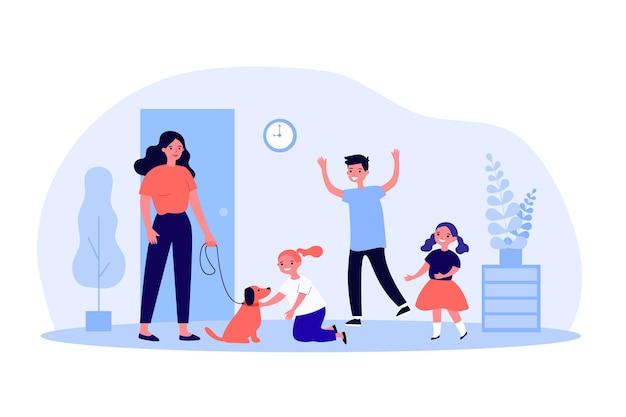 Счастливые дети приветствуют мать с собакой. дом, домашнее животное, счастье плоские векторные иллюстрации. концепция семьи и домашних животных для баннера, дизайна веб-сайта или целевой веб-страницы