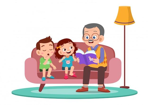 행복한 아이들이 할아버지의 이야기를 듣습니다.