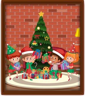 フレーム内のクリスマスのテーマの写真で幸せな子供たち
