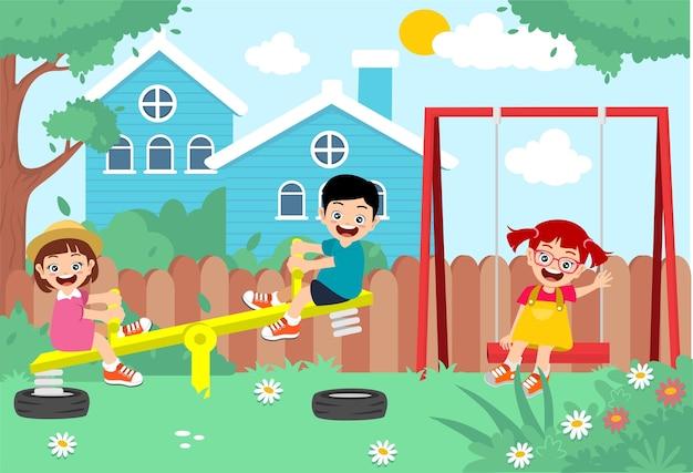 裏庭で遊ぶ幸せな子供たち