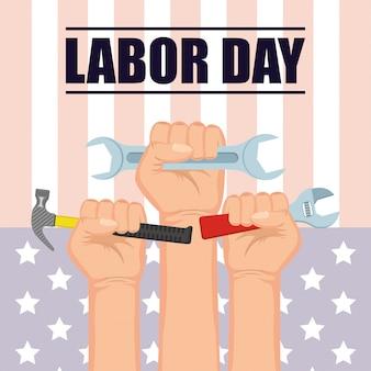 Счастливое празднование дня труда руками и инструментами